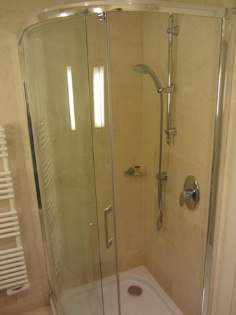 Hyatt Regency Nice Palais de la Mediterranee : Bathroom