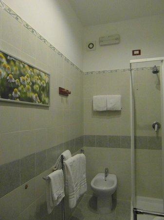 La Residenza Napoli Short Lets Apartments: Bagno