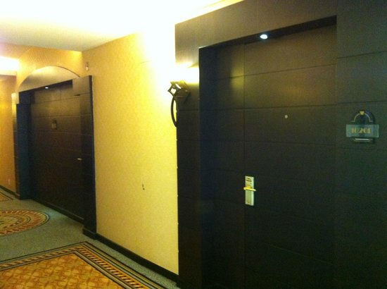 Marquis Reforma Hotel & Spa: Room doors