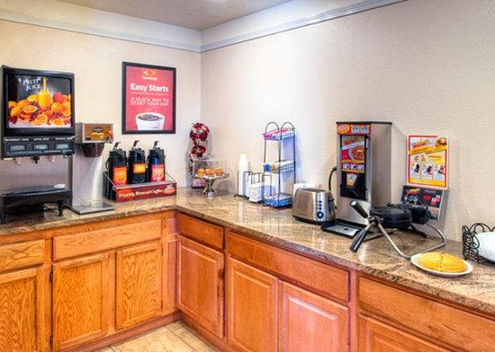Econo Lodge Midtown : Breakfast