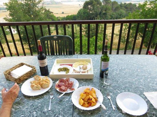Casa Rural Paskalena I y II: Dinner with a memorable view