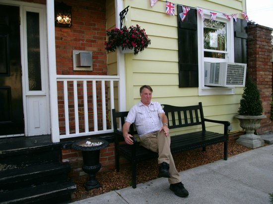 Olde Angel Inn Hotel and Restaurant: Sitting by entrance