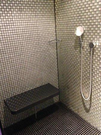 G&V Royal Mile Hotel Edinburgh: amazing shower