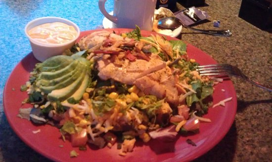 Red Rock BBQ: Салат с курицей