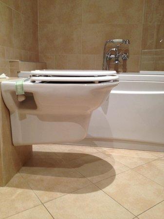 Hotel California Florence : Il bagno e la vasca idromassaggio