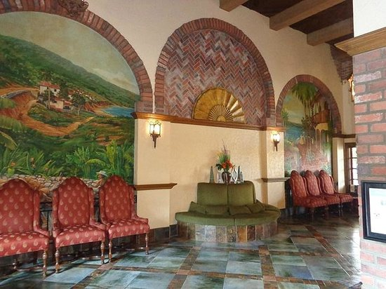 Embassy Suites by Hilton Lompoc Central Coast: lobby...nice decor in lobby