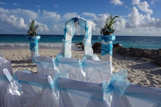 Turtle Beach by Elegant Hotels : the ceremony set up on the beach