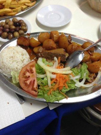 O Cantinho de Sao Jose: Braised veal with roasted potatoes and rice