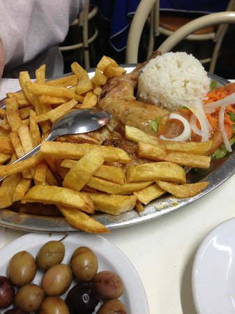 O Cantinho de Sao Jose: Roasted chicken with fries and rice