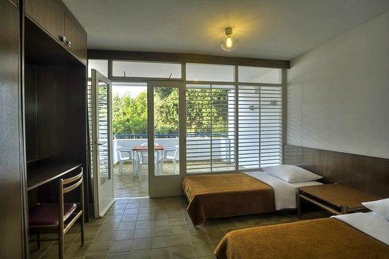 Apartments lanterna hotel porec croazia prezzi 2017 e for Camere a porec