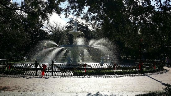 Forsyth Park: Pretty with the Christmas decorations