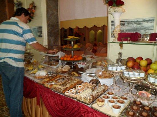 Riviera Hotel: el gordo comiendo