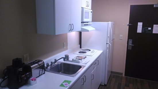 Extended Stay America - Los Angeles - Chino Valley: Kitchen