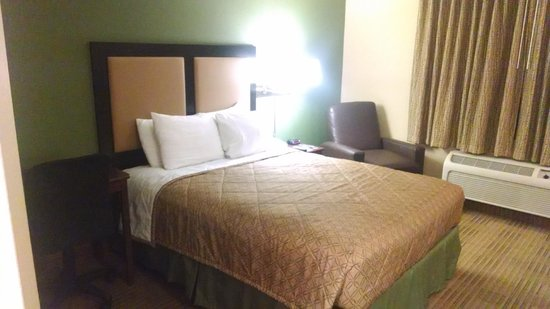 Extended Stay America - Los Angeles - Chino Valley: Bed/Desk