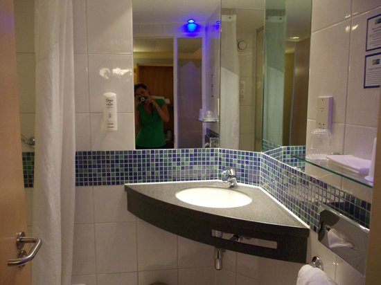 Holiday Inn Express London-Swiss Cottage: Bagno