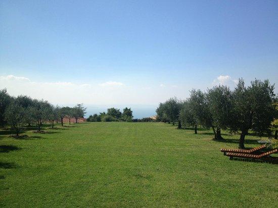 Quercia Belvedere Relais: Blick vom Haupthaus auf den Gardasee