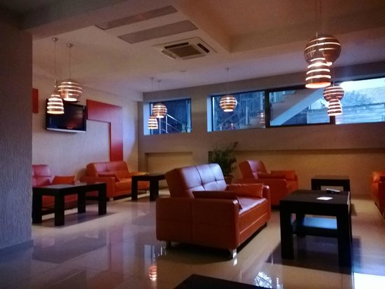 Hotel Orion Tbilisi: Холл перед ресепшн
