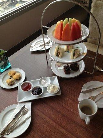 Ramada Plaza Bangkok Menam Riverside: Afternoon Tea served on the Executive Floor (level 15)