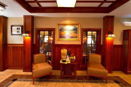 Holiday Inn Express Turlock: Hotel Lobby