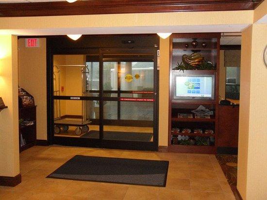 Holiday Inn Express Lynchburg: Entrance