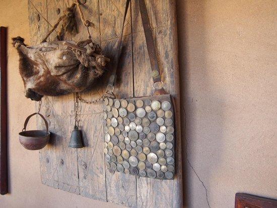 Musée des Sources de Lalla Mimouna : Ausrüstumg eines Wasserverkäufers