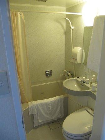 Nishitetsu Inn Shinjuku : Bathroom