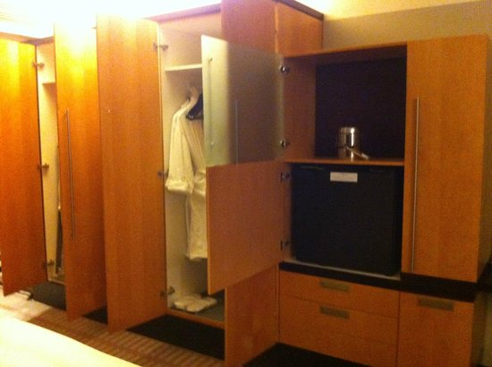 The Westin Cape Town: Closet in room