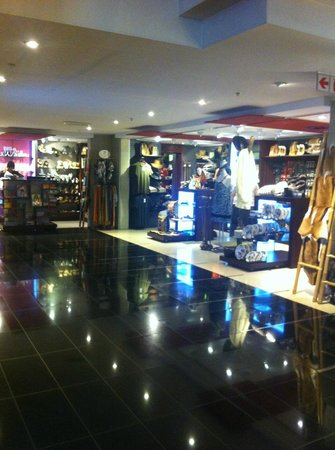 The Westin Cape Town: Shop inside hotel
