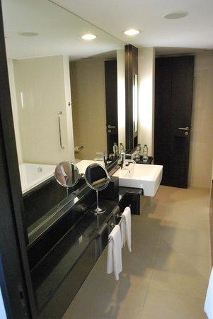 Radisson Suites Bangkok Sukhumvit : Bathroom Suite