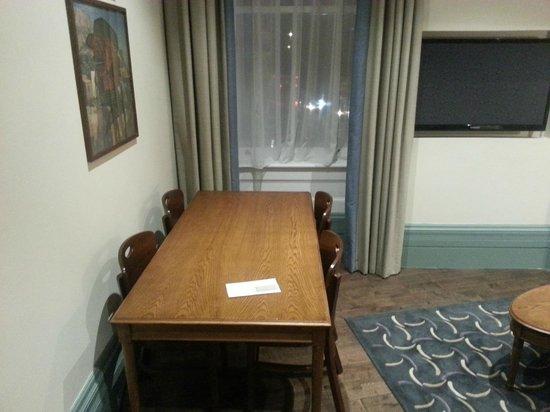 Morton Hotel: appartamento - soggiorno, tavolo da pranzo