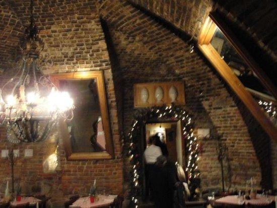 Bellini Trattoria: Vaulted ceiling