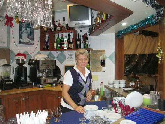 Club Vista Serena: Lovely Vicky, barmaid par excellence
