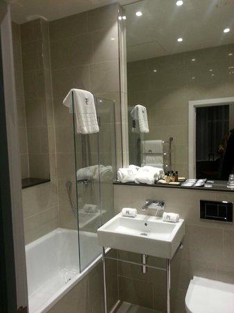 Morton Hotel: appartamento - bagno