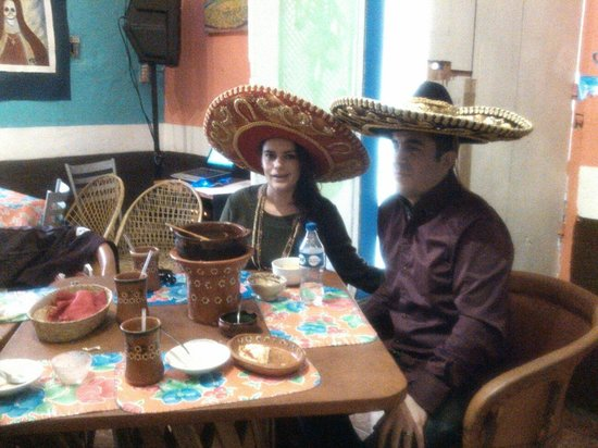 Fonda Del Artista: De sombreros