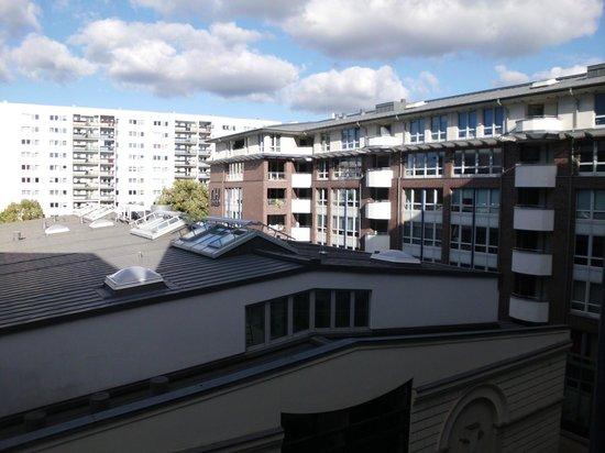 NH Berlin Kreuzberg: Vista dalla camera