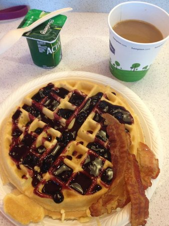 Hampton Inn & Suites by Hilton - Miami Brickell Downtown: Make your own waffles