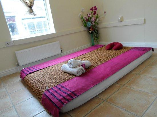 U Sabai Thai Massage: Traditional Thai Massage Bed Or Thai Floor Massage Bed