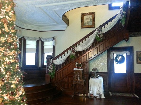 McFarlin House : Decorated for Christmas