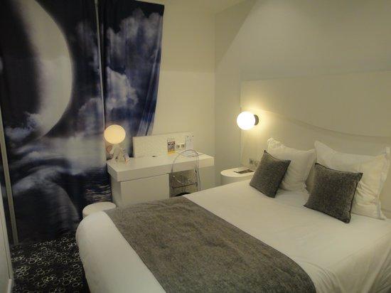 Comfort Hotel Centre Del Mon : Chambre côté galerie commerciale
