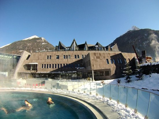 "AQUA DOME Hotel: Therme mit dem ""Spa 3000"" auf dem Dach"