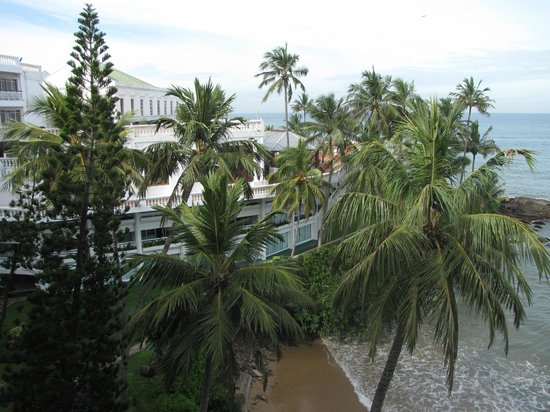 Mount Lavinia Hotel: View from room in the older section of Mount Lavinia