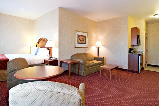 Holiday Inn Express and Suites: Jacuzzi Suite