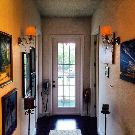 Inn On The Avenue Bed & Breakfast : Upstairs hallway