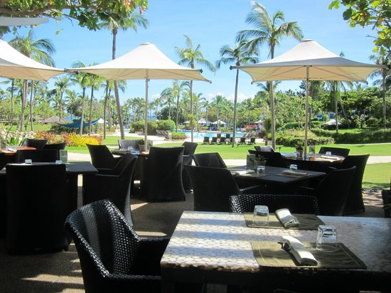 Shangri-La's Mactan Resort & Spa: outdoor dining