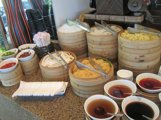 Shangri-La's Mactan Resort & Spa: dim sum station at lunch