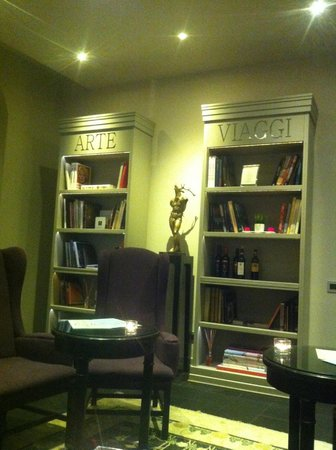 Firenze Number Nine Hotel & Spa: saletta lettura ed aperitivo