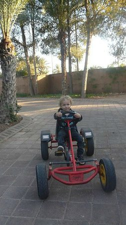 Pullman Marrakech Palmeraie Resort and Spa : Elliot at the playground