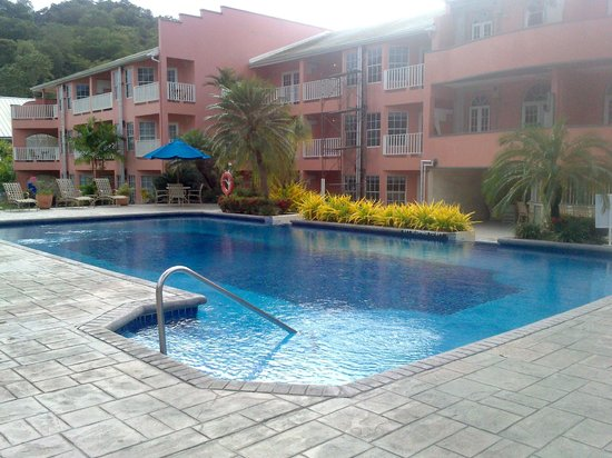 Crews Inn Hotel & Yachting Centre : Pool area (4ft-8ft deep)