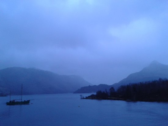 Isles of Glencoe Hotel & Leisure Centre: Dawn over the loch