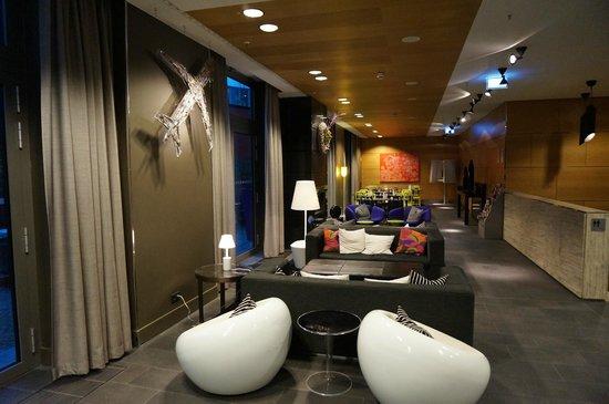 Adina Apartment Hotel Berlin Hackescher Markt: Lobby